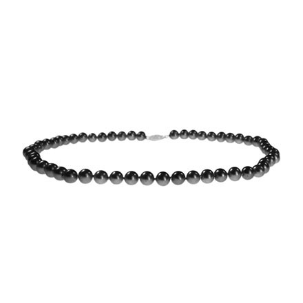 Black pearl necklace in New York and Toronto