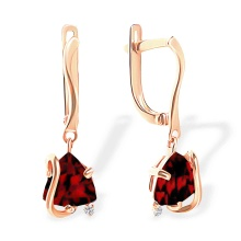 Trillion-shaped Garnet Dangle Earrings. 585 (14kt) Rose Gold