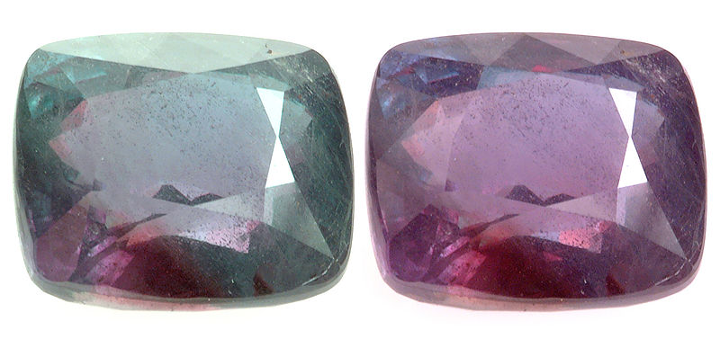 Faceted alexandrite from Russia, under daylight (left) and under incandescent light (right)