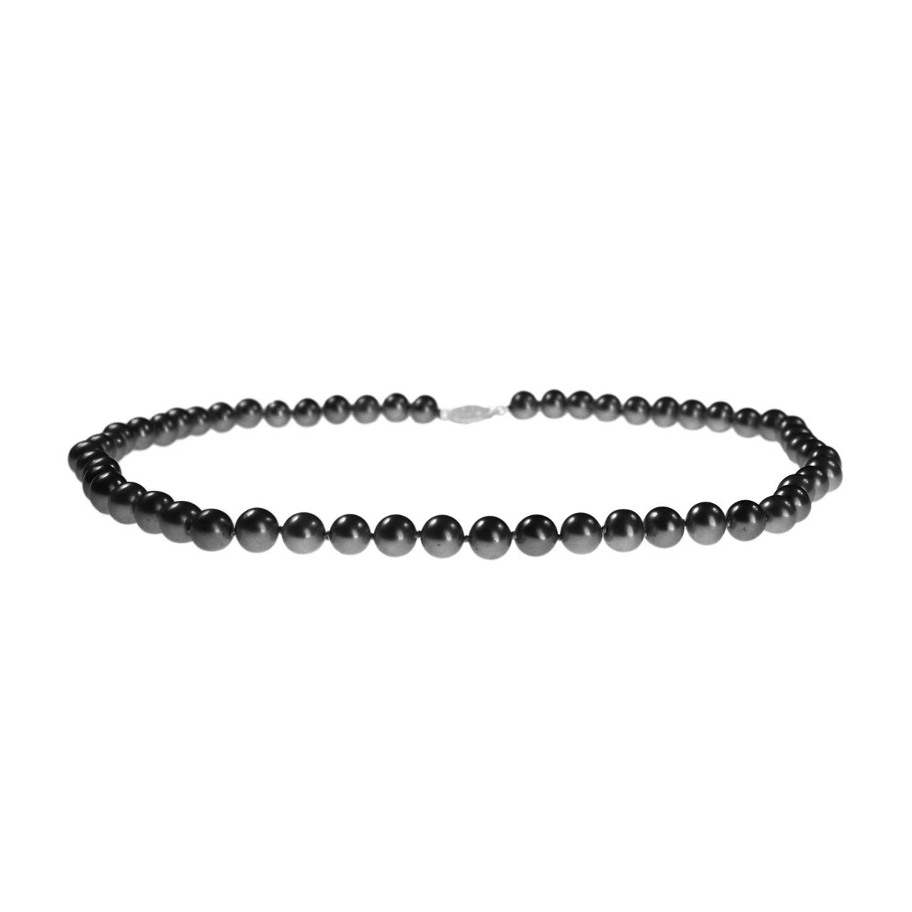 Black pearl necklace in New York and Toronto 1