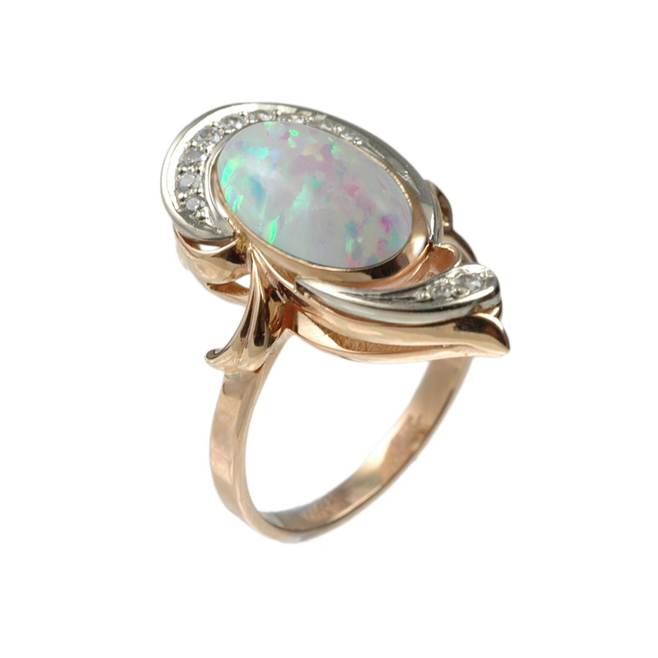 Vintage style ring with opal