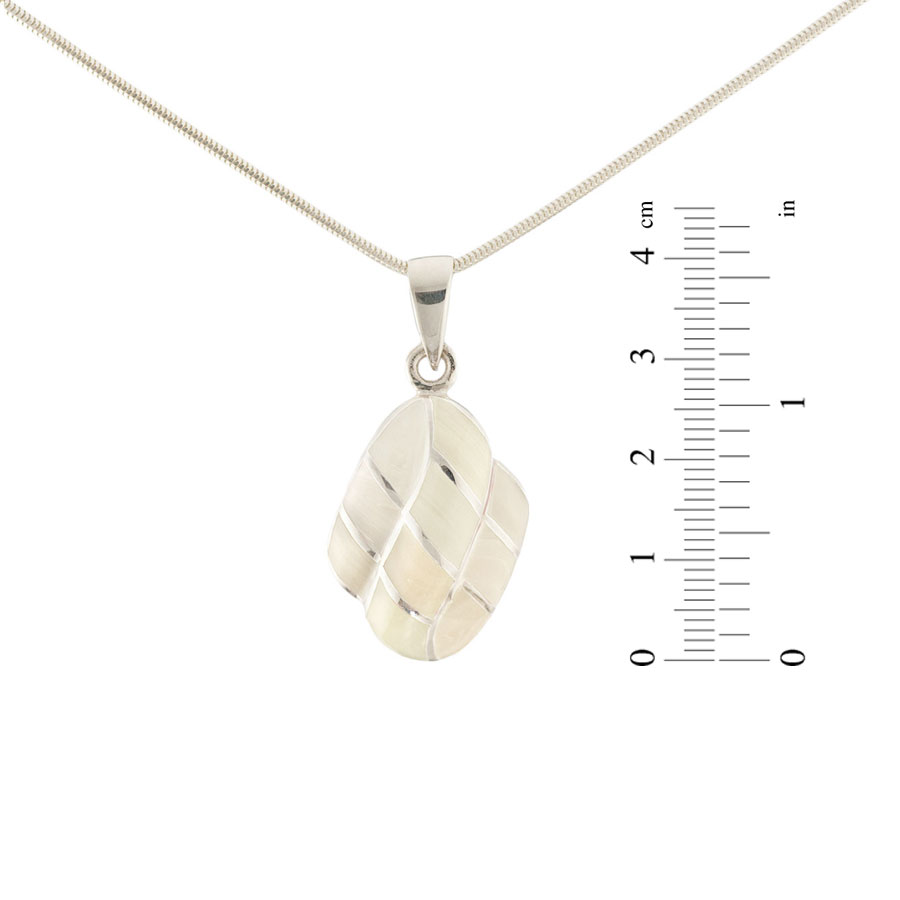 Mother-of-pearl pendant 2