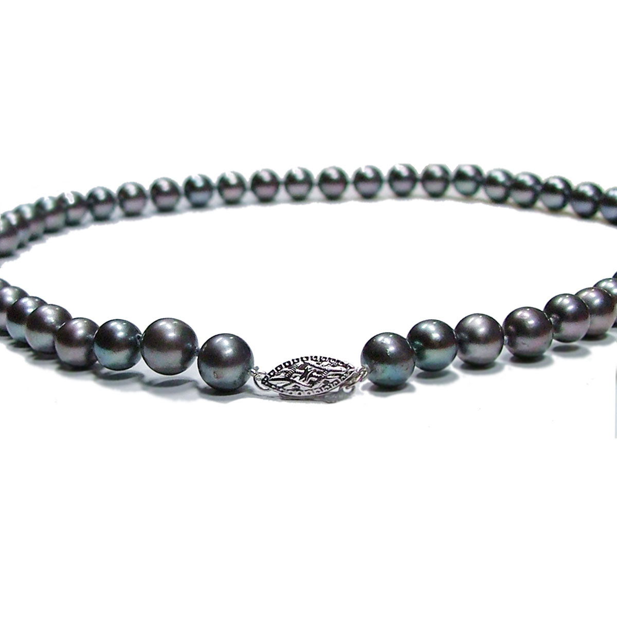 Black pearl necklace in New York and Toronto 2