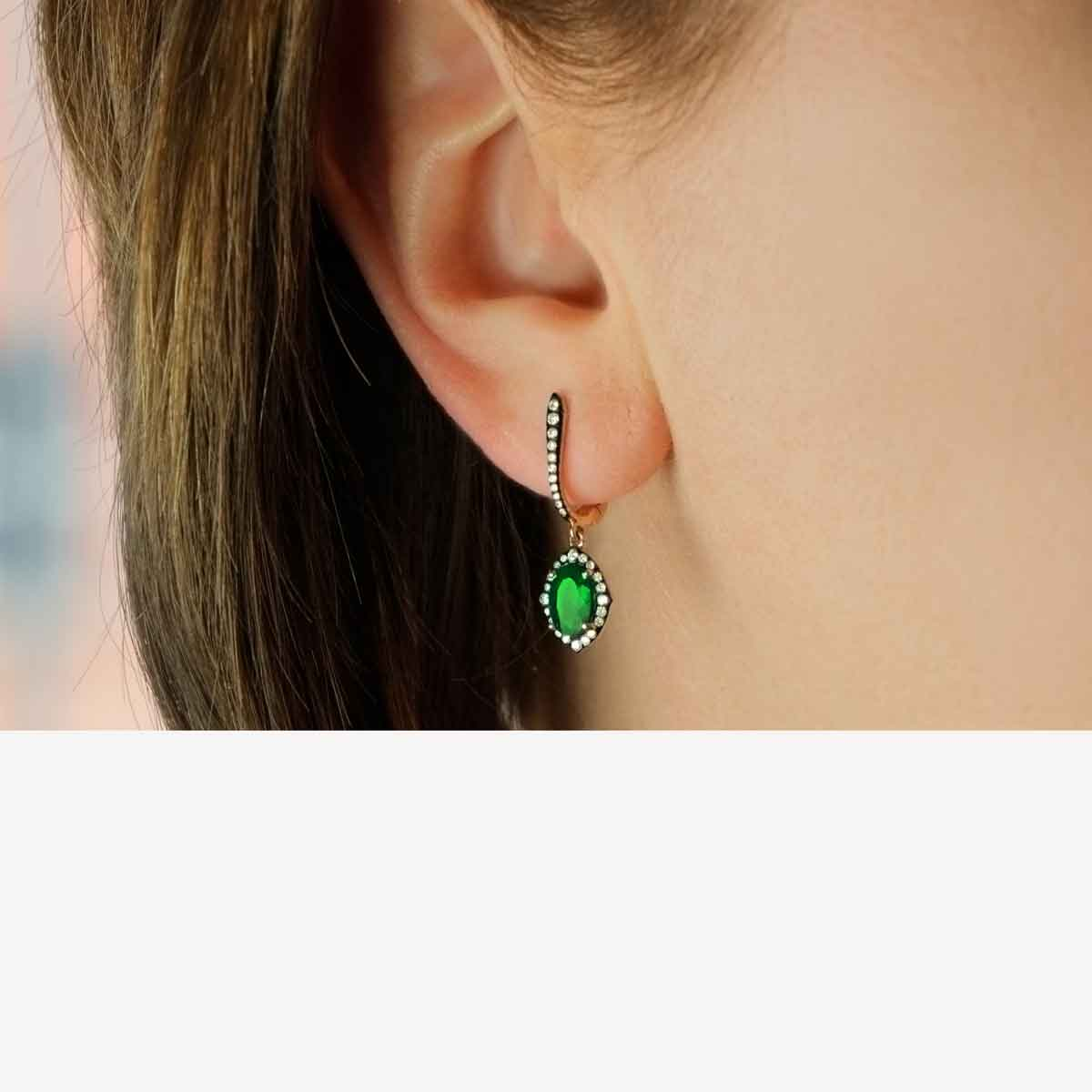 Emerald 18K gold earrings 3