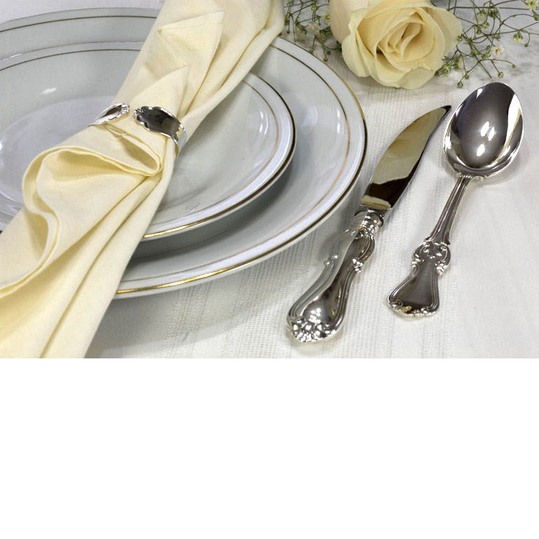 Silver cutlery dinner set with a steak 2